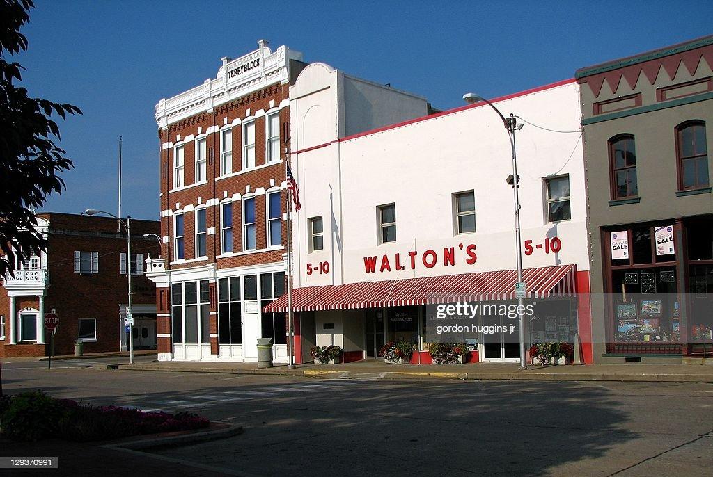 Wal-Mart Visitors Center : News Photo