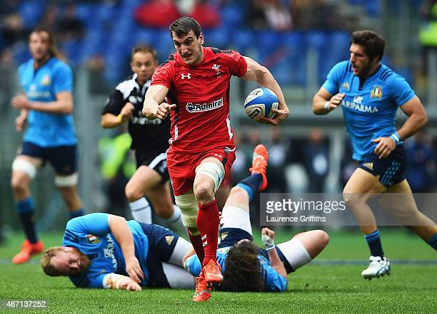 Sam Warburton of Wales breaks on the way to scoring his try during the RBS 6 Nations match between Italy and Wales at Stadio Olimpico on March 21...