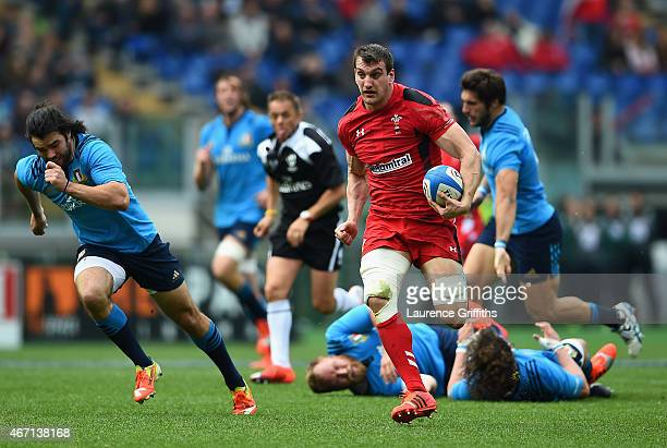 Sam Warburton of Wales breaks on the way to scoring his try during the RBS Six Nations match between Italy and Wales at Stadio Olimpico on March 21...
