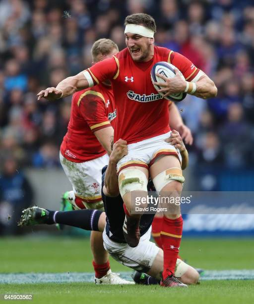 Sam Warburton of Wales breaks with the ball during the RBS Six Nations match between Scotland and Wales at Murrayfield Stadium on February 25, 2017...