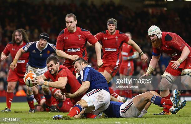Sam Warburton of Wales scores a try as Nicolas Mas of fails to hold him up during the RBS Six Nations match between Wales and France at the...
