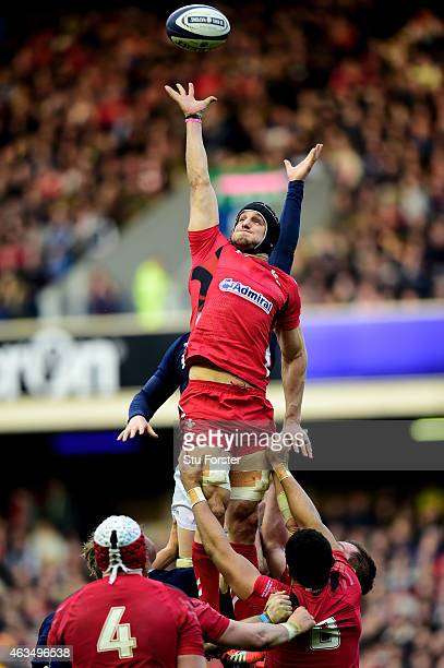 Sam Warburton of Wales stretches for lineout ball during the RBS Six Nations match between Scotland and Wales at Murrayfield Stadium on February 15...