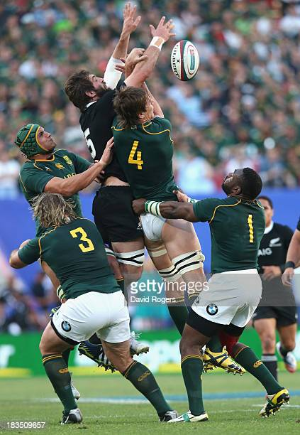 Sam Whitelock of the All Blacks challenges Eben Etzebeth to the ball during the Rugby Championship match between South Africa Springboks and the New...