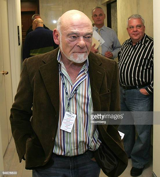 Sam Zell chairman and president of Equity Group Investors walks into a news conference in Chicago Illinois US onThursday Dec 20 2007 Tribune Co...
