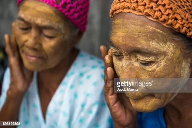 Sama-Bajau women applying natural sunblock.