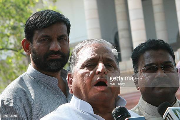 Mulayam Singh Yadav Pictures and Photos - Getty Images