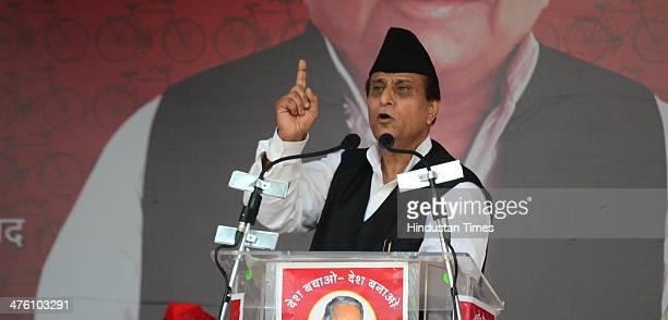Samajwadi Party leader Mohammad Azam Khan addresses the 'Desh Banao Desh Bachao' rally at Parade Ground on March 2 2014 in Allahabad India UP CM...