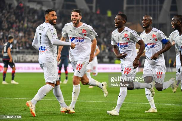Saman Ghoddos of Amiens celebrates his goal with his team mates during the Ligue 1 match between Amiens and Dijon at Stade de la Licorne on October 6...