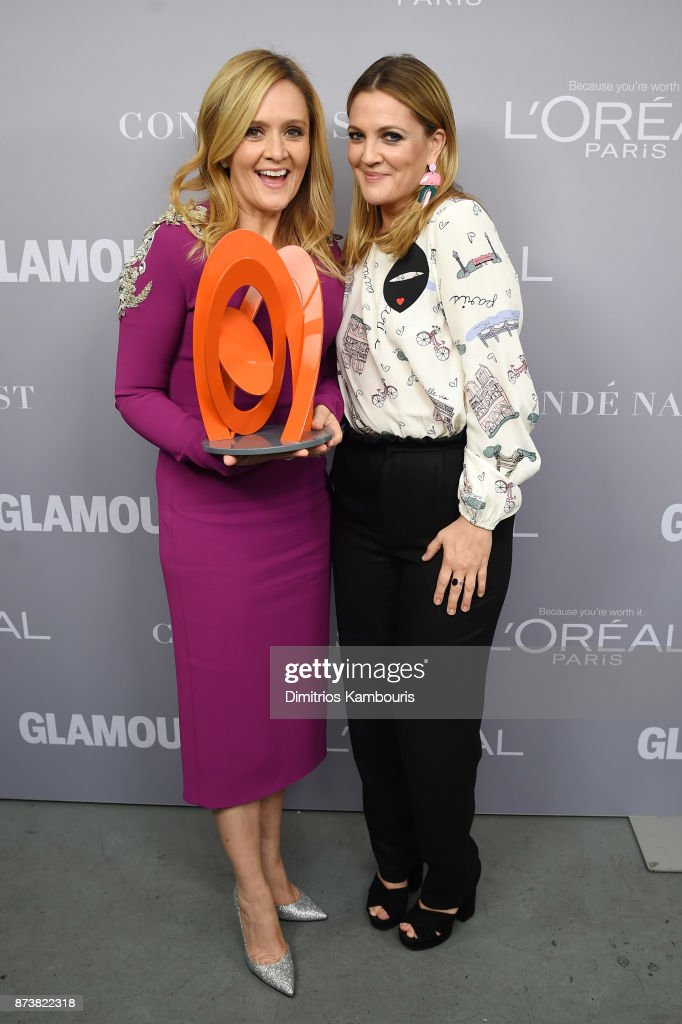 Samantha Bee and Drew Barrymore pose with an award at Glamour's 2017 Women of The Year Awards at Kings Theatre on November 13, 2017 in Brooklyn, New York.