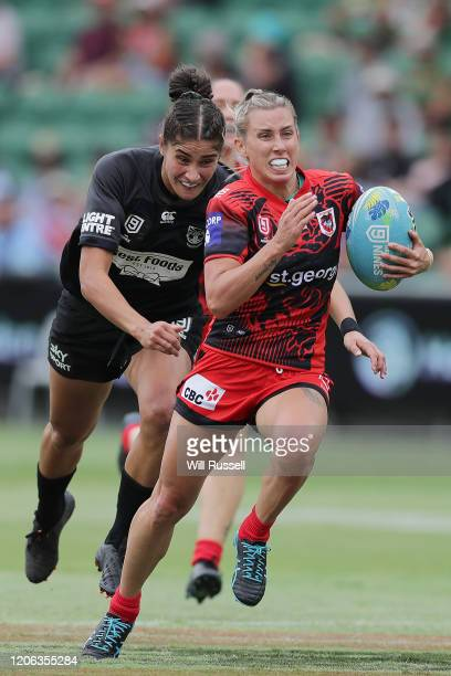 Samantha Bremner of the Dragons runs in a try during Day 2 of the 2020 NRL Nines at HBF Stadium on February 15, 2020 in Perth, Australia.