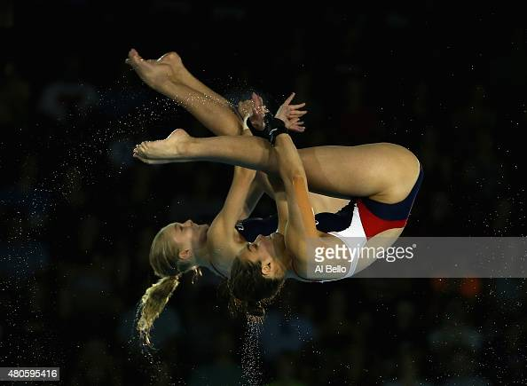 Samantha Bromberg and Delaney Schnell of the USA dive at ...