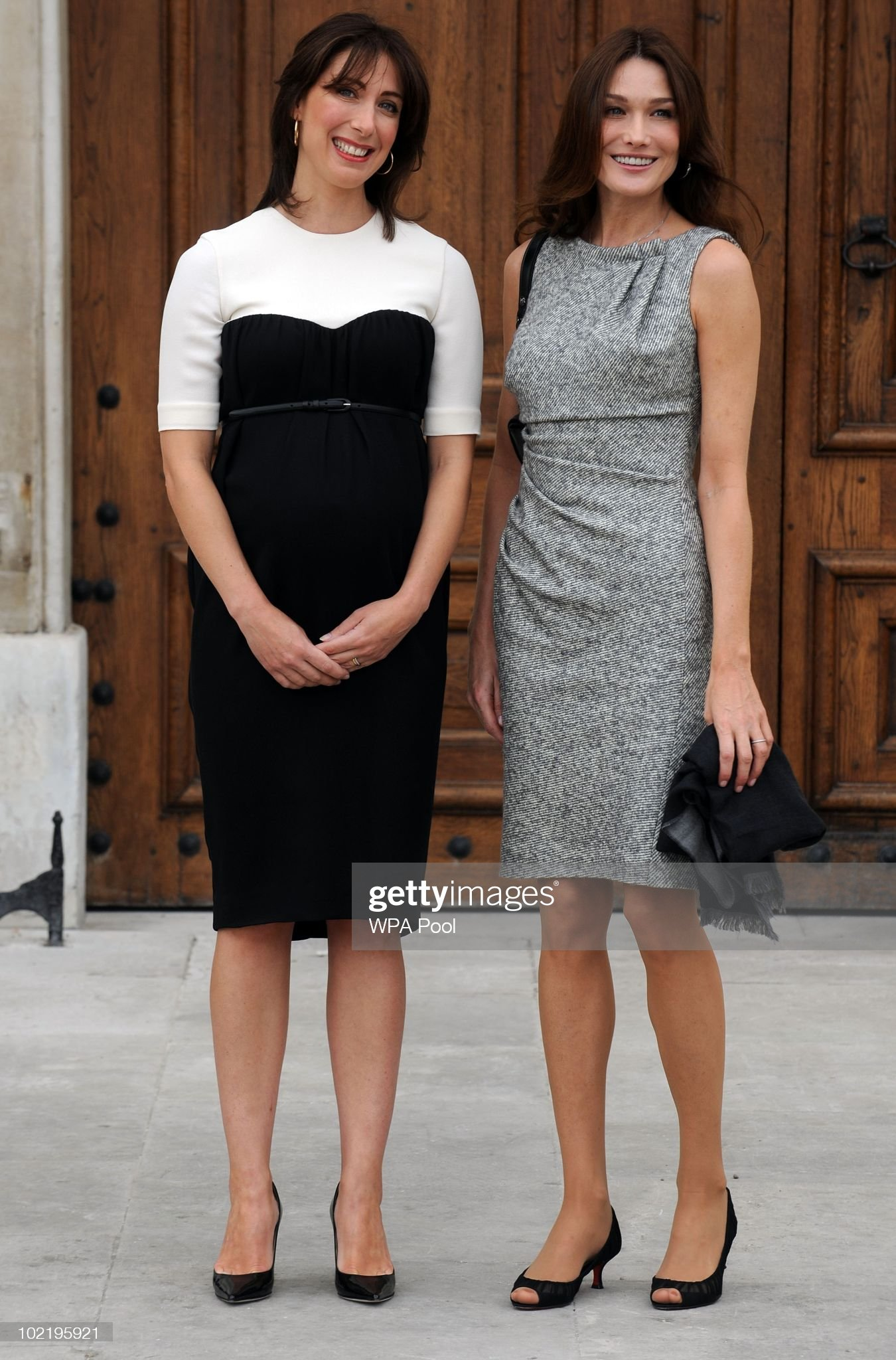 ¿Cuánto mide Carla Bruni? - Altura - Real height Samantha-cameron-wife-of-british-prime-minister-david-cameron-greets-picture-id102195921?s=2048x2048