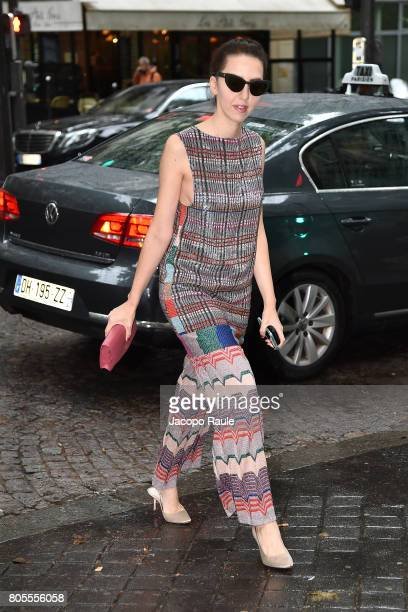 Samantha De Reviziis is seen arrivng at Proenza Schouler fashion show during Paris Fashion Week Haute Couture Fall/Winter 20172018 on July 2 2017 in...