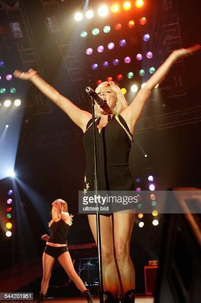 Samantha Fox Sängerin Fotomodell GrossbritannienAuftritt in der Color Line Arena Hamburg