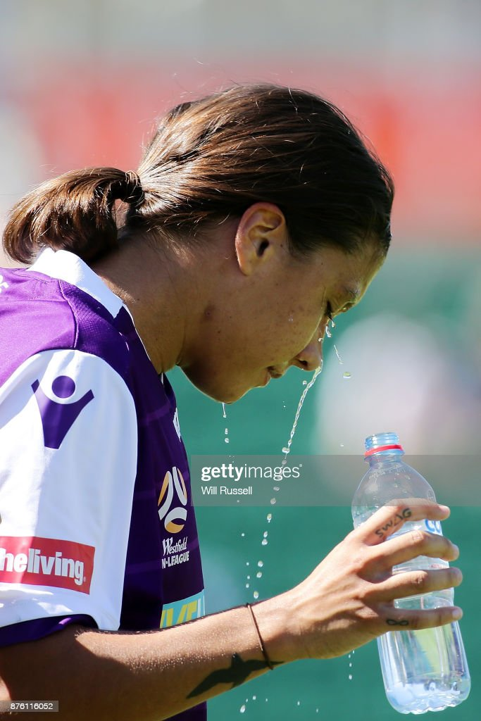 Samantha Kerr of the Glory cools off during the round four W-League match between Perth Glory and Melbourne Victory at nib Stadium on November 19, 2017 in Perth, Australia.