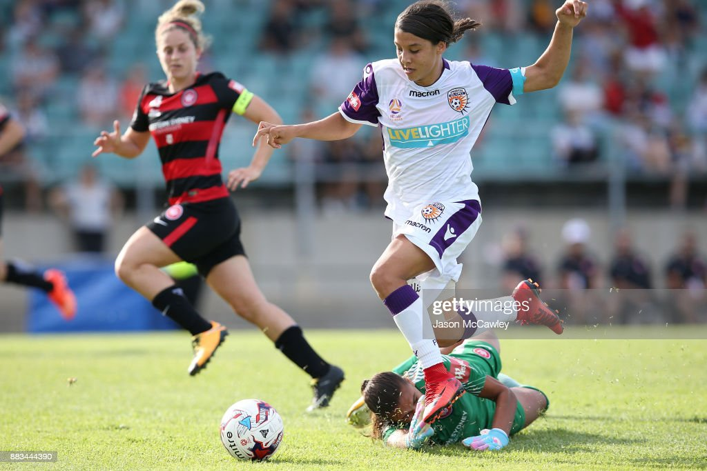 Samantha Kerr of the Glory scores a goal during the round six W-League match between the Western Sydney Wanderers and the Perth Glory at Marconi Stadium on December 1, 2017 in Sydney, Australia.