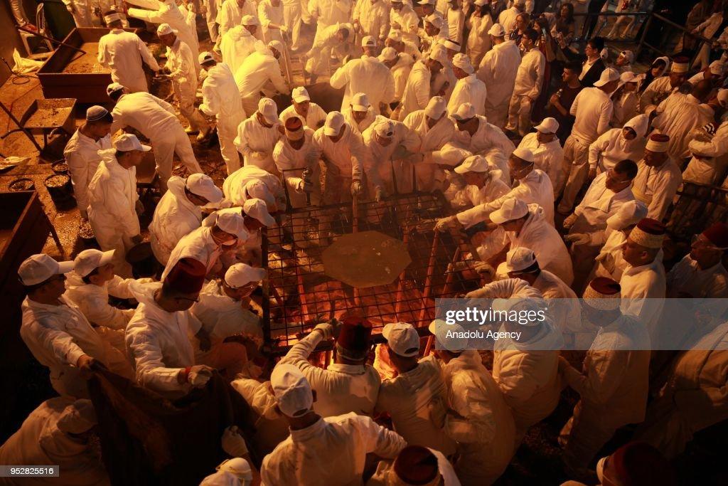 Samaritan Jews celebrate Passover in Nablus : ニュース写真