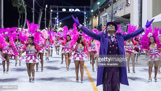 CONTENT] Samba dancer all dressed in purple at Florianopolis' Carnival