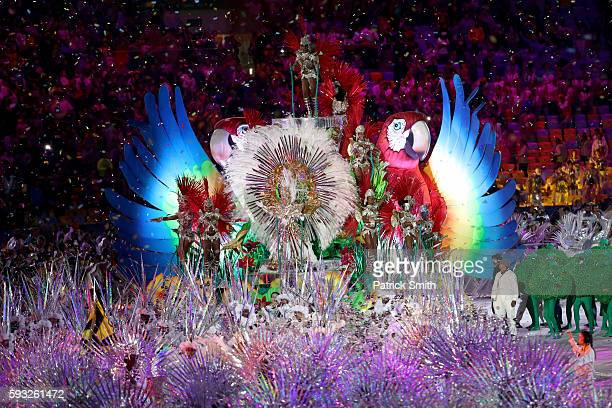 Samba dancers perform in the 'Cidade Maravilhosa' segment during the Closing Ceremony on Day 16 of the Rio 2016 Olympic Games at Maracana Stadium on...
