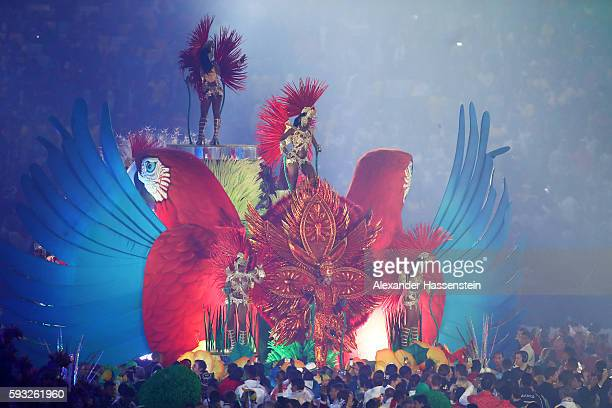 Samba dancers perform in the Cidade Maravilhosa segment during the Closing Ceremony on Day 16 of the Rio 2016 Olympic Games at Maracana Stadium on...