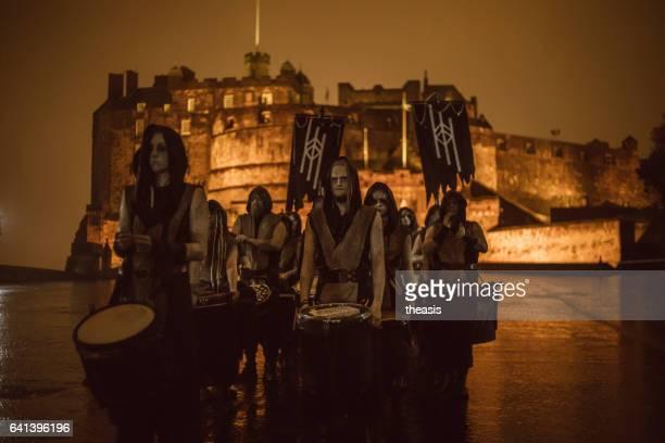 samhuinn fire festival at halloween in edinburgh - theasis foto e immagini stock
