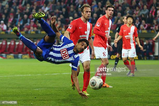 Sami Allagui of Berlin tries to score against Nikolce Noveski and Christoph Moritz of Mainz during the Bundesliga match between 1 FSV Mainz 05 and...