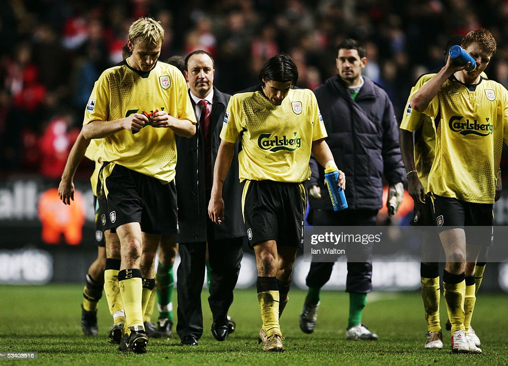 ENGLAND. Sami Hypia (L) Milan Baros (C) and Jon Arne Riise (R) of Liverpool take a drink after the final whistle of the Barclays Premiership match between Charlton Athletic and Liverpool at The Valley on February 1, 2005 in London, England. (Photo by Ian Walton/Getty Images).