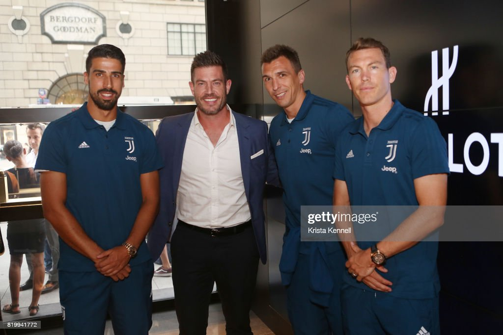 Sami Khedira, Jesse Palmer, Mario Mandzukic and Stephan Lichtsteiner attend Hublot Welcomes Juventus Football Club To NYC at Hublot Boutique on July 20, 2017 in New York City.