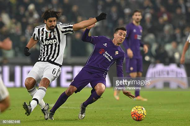 Sami Khedira of Juventus FC competes with Matias Vecino of ACF Fiorentina during the Serie A match betweeen Juventus FC and ACF Fiorentina at...