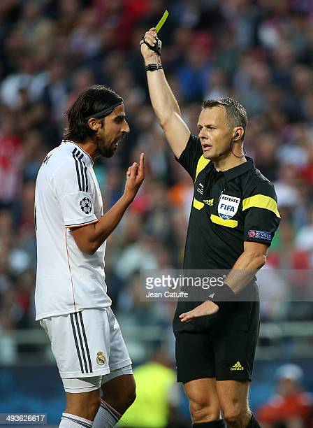 Sami Khedira of Real Madrid reacts face to dutch referee Bjorn Kuipers during the UEFA Champions League final between Real Madrid and Atletico de...