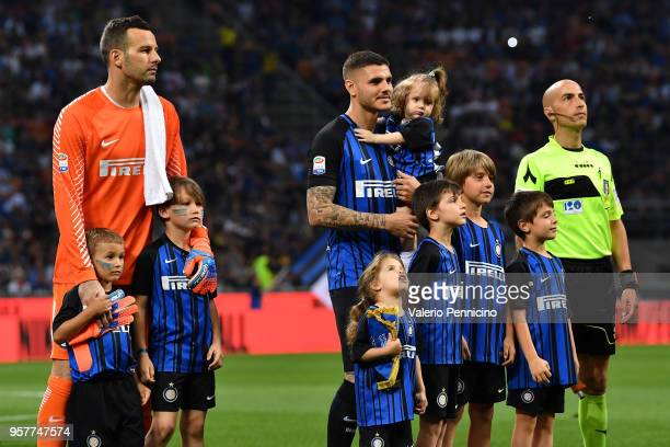 Samir Handanovic and Mauro Icardi of FC Internazionale with their children during the Serie A match between FC Internazionale and US Sassuolo at...