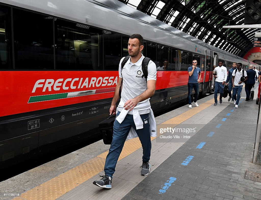 Samir Handanovic of FC Internazionale departs to Rome on October 1, 2016 in Como, Italy.