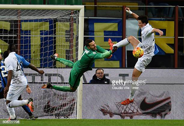 Samir Handanovic of FC Internazionale in action during the Serie A match between FC Internazionale Milano and AC Chievo Verona at Stadio Giuseppe...