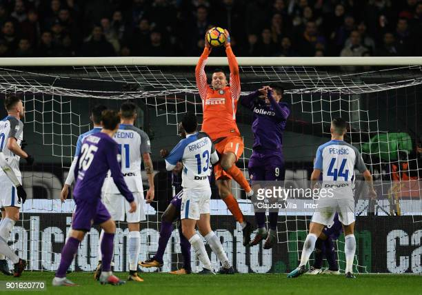 Samir Handanovic of FC Internazionale in action during the serie A match between ACF Fiorentina and FC Internazionale at Stadio Artemio Franchi on...
