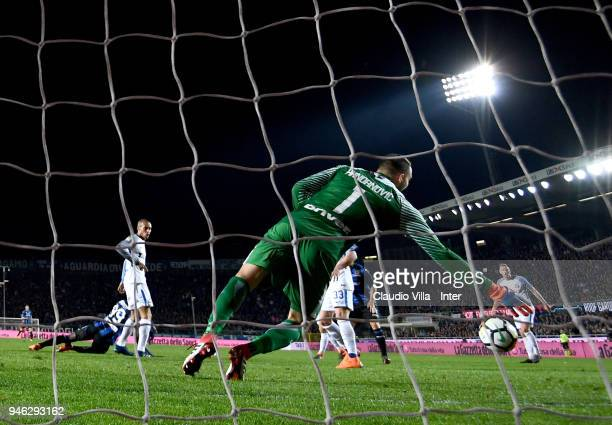 Samir Handanovic of FC Internazionale in action during the serie A match between Atalanta BC and FC Internazionale at Stadio Atleti Azzurri d'Italia...