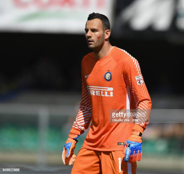 Samir Handanovic of FC Internazionale looks on during the serie A match between AC Chievo Verona and FC Internazionale at Stadio Marc'Antonio...