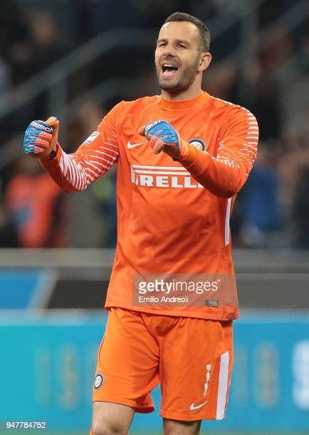 Samir Handanovic of FC Internazionale Milano celebrates after his teammate Mauro Icardi scored during the serie A match between FC Internazionale and...