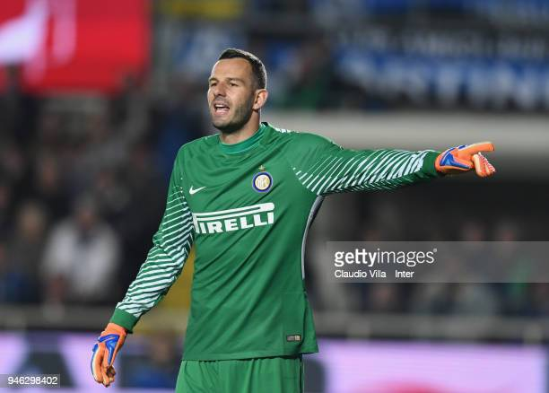 Samir Handanovic of FC Internazionale reacts during the serie A match between Atalanta BC and FC Internazionale at Stadio Atleti Azzurri d'Italia on...