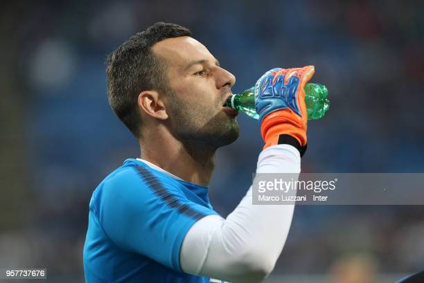 Samir Handanovic of FC Internazionale warms up ahead of the serie A match between FC Internazionale and US Sassuolo at Stadio Giuseppe Meazza on May...