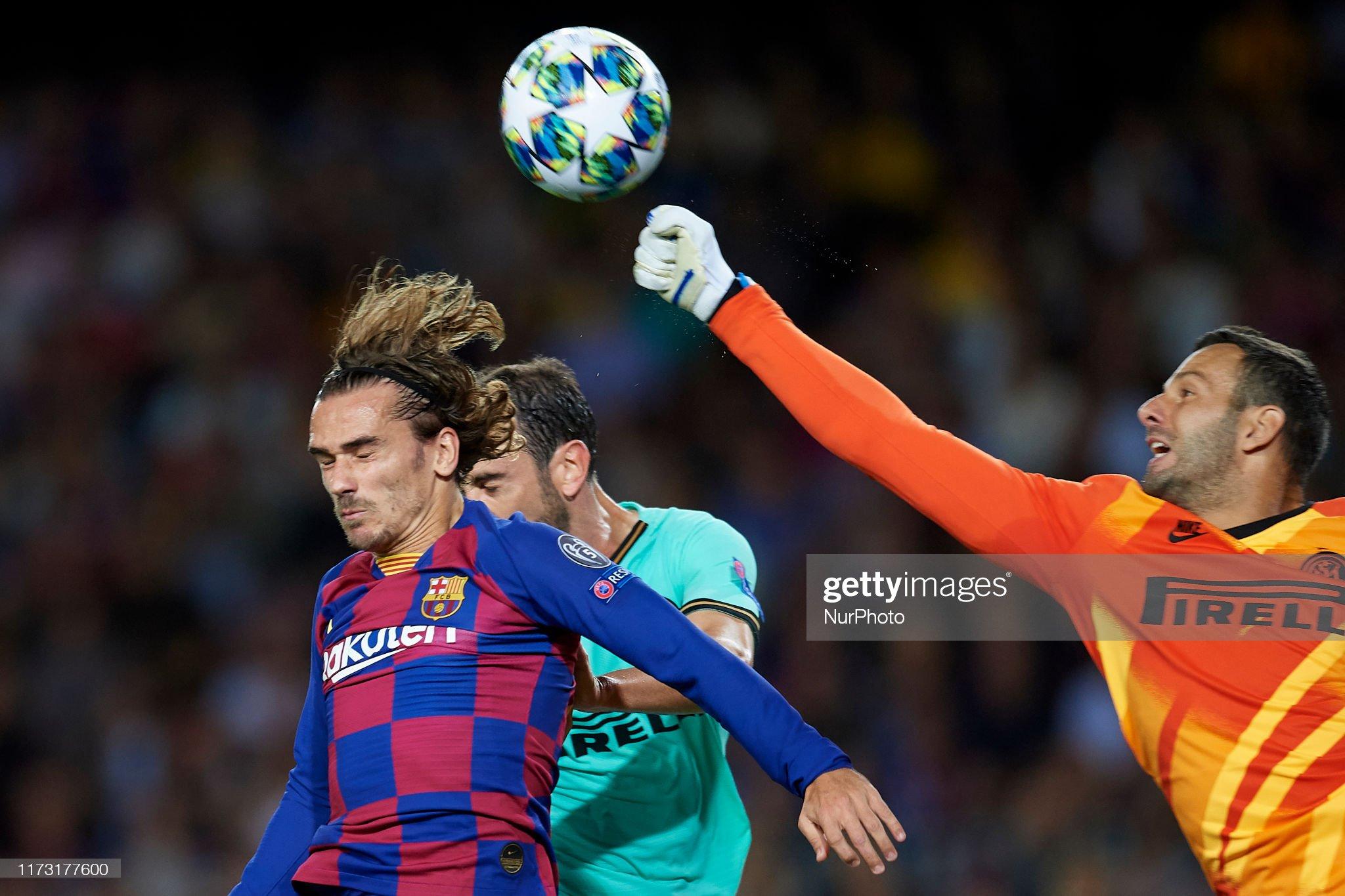 صور مباراة : برشلونة - إنتر 2-1 ( 02-10-2019 )  Samir-handanovic-of-inter-of-milan-makes-a-save-front-antoine-of-picture-id1173177600?s=2048x2048