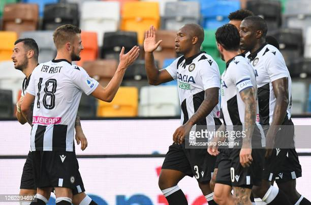 Samir of Udinese Calcio celebrates after scoring the opening goal with teammates during the Serie A match between Udinese Calcio and US Lecce at...