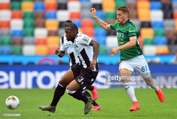 Samir of Udinese Calcio competes for the ball with Mario Pasalic of Atalanta BC during the Serie A match between Udinese Calcio and Atalanta BC at...