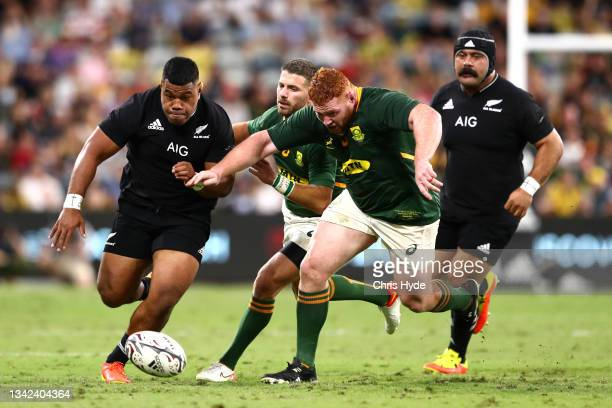 Samisoni Taukei'aho of the All Blacks chases the ball down during the Rugby Championship match between the New Zealand All Blacks and the South...
