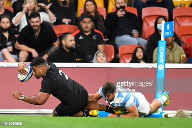Samisoni Taukei'aho of the All Blacks scores a try during The Rugby Championship match between the Argentina Pumas and the New Zealand All Blacks at...