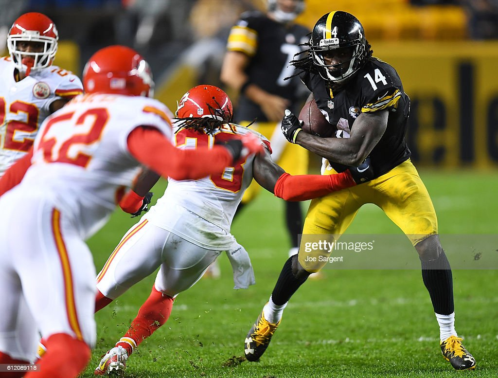 Sammie Coates #14 of the Pittsburgh Steelers runs after a catch in the second half during the game against the Kansas City Chiefs at Heinz Field on October 2, 2016 in Pittsburgh, Pennsylvania.