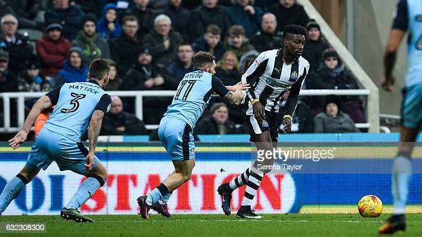 Sammy Ameobi of Newcastle United controls the ball during the Sky Bet Championship match between Newcastle United and Rotherham United at...