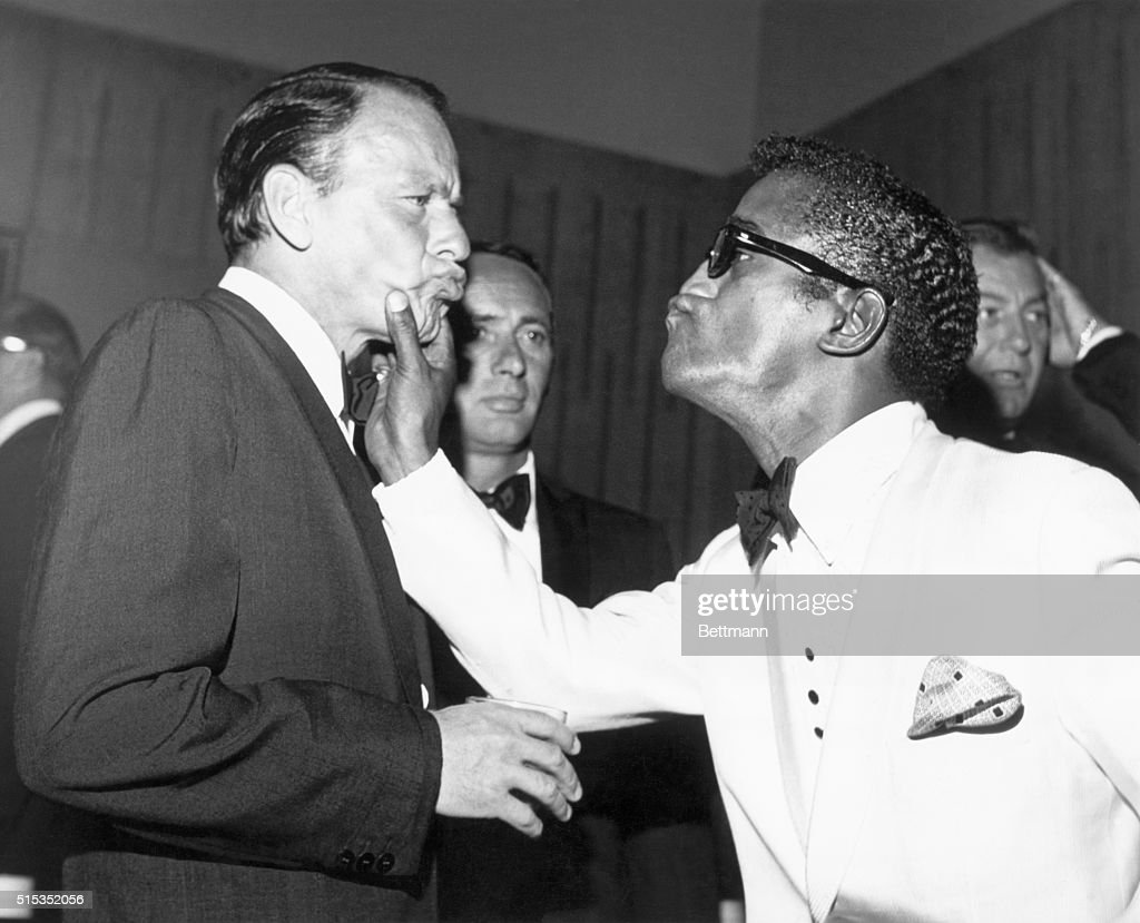 Sammy Davis, Jr. and Frank Sinatra at the Cedars of Lebanon charity dinner, 8th July 1961.