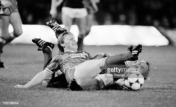 Sammy Lee of Liverpool clashes with Ipswich Town captain Mick Mills during the Football League Milk Cup 2nd round 1st leg match at Portman Road in...
