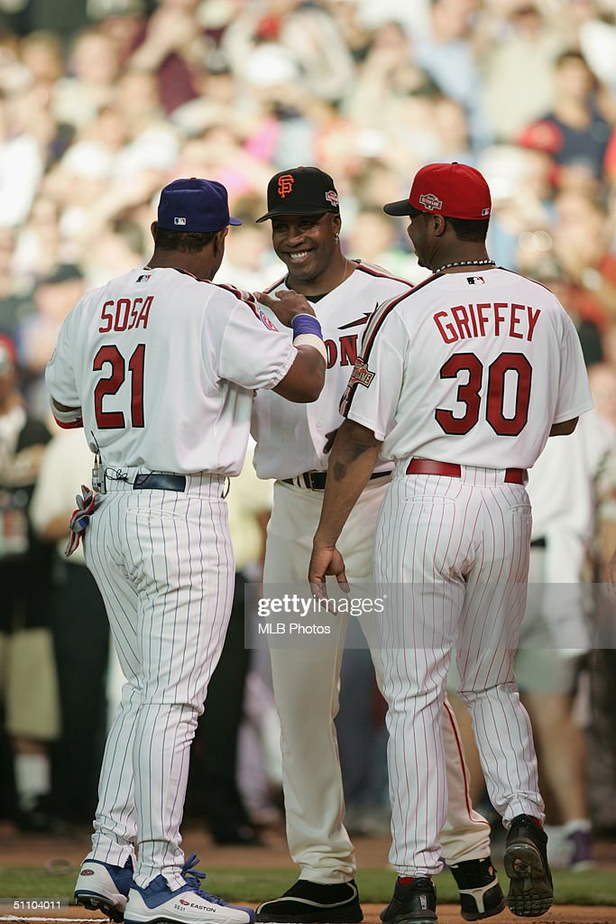 90c8cb75ca Sammy Sosa, Barry Bonds and Ken Griffey Jr. talk before the CENTURY ...