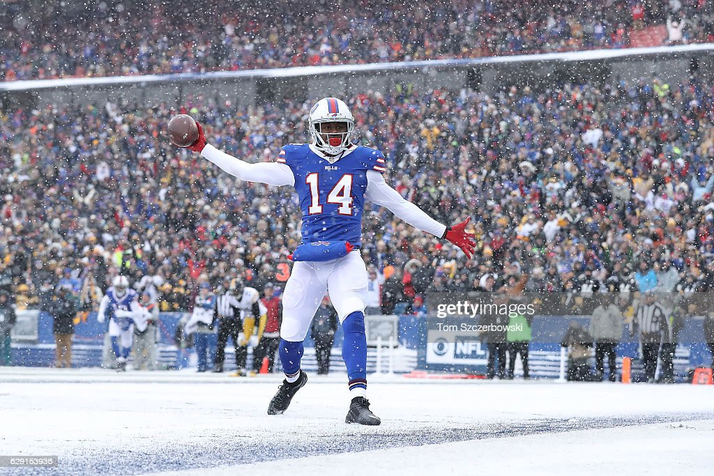 Sammy Watkins #14 of the Buffalo Bills celebrates a touchdown catch against the Pittsburgh Steelers during the first half at New Era Field on December 11, 2016 in Orchard Park, New York.